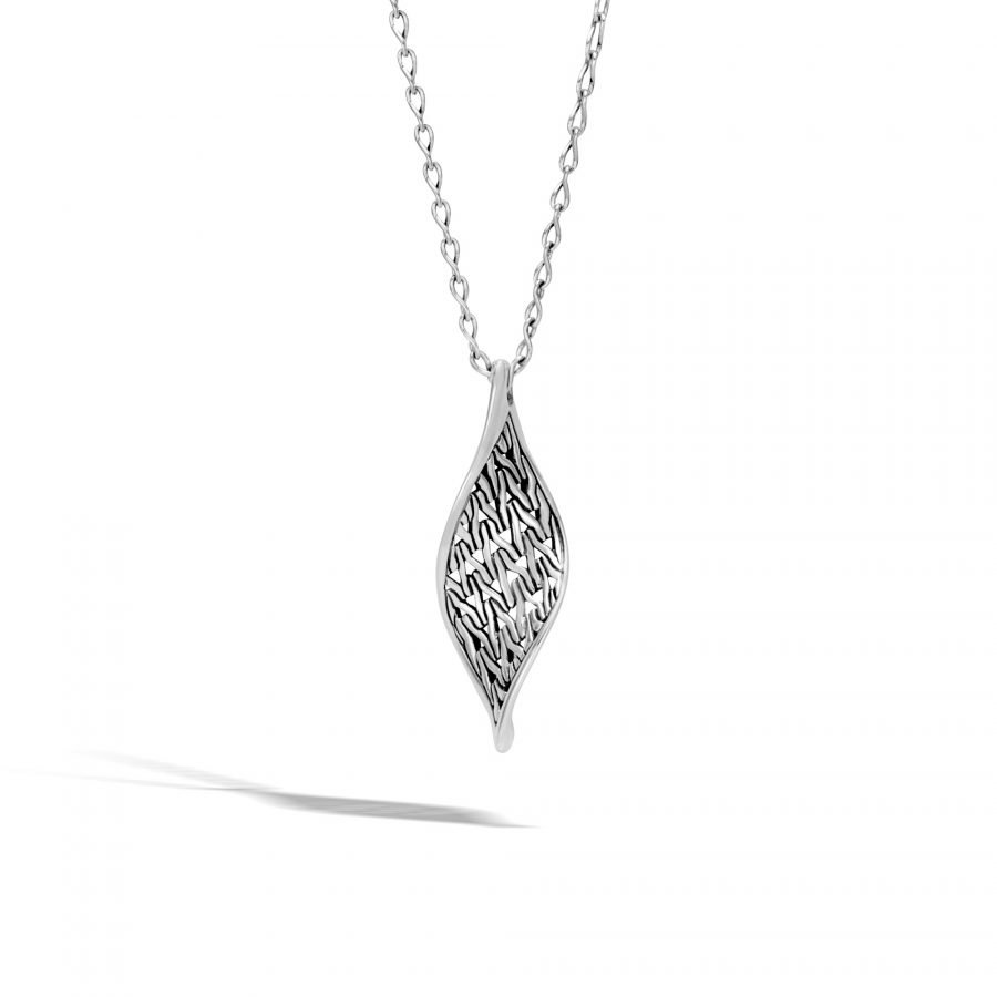 Classic Chain Wave Pendant Necklace in Silver 2